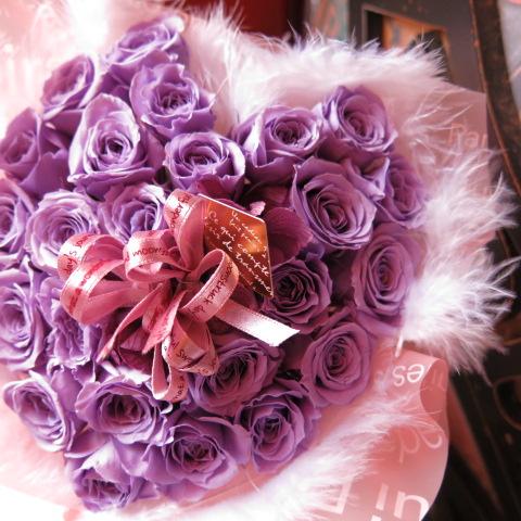 紫バラ入り ハート 花束